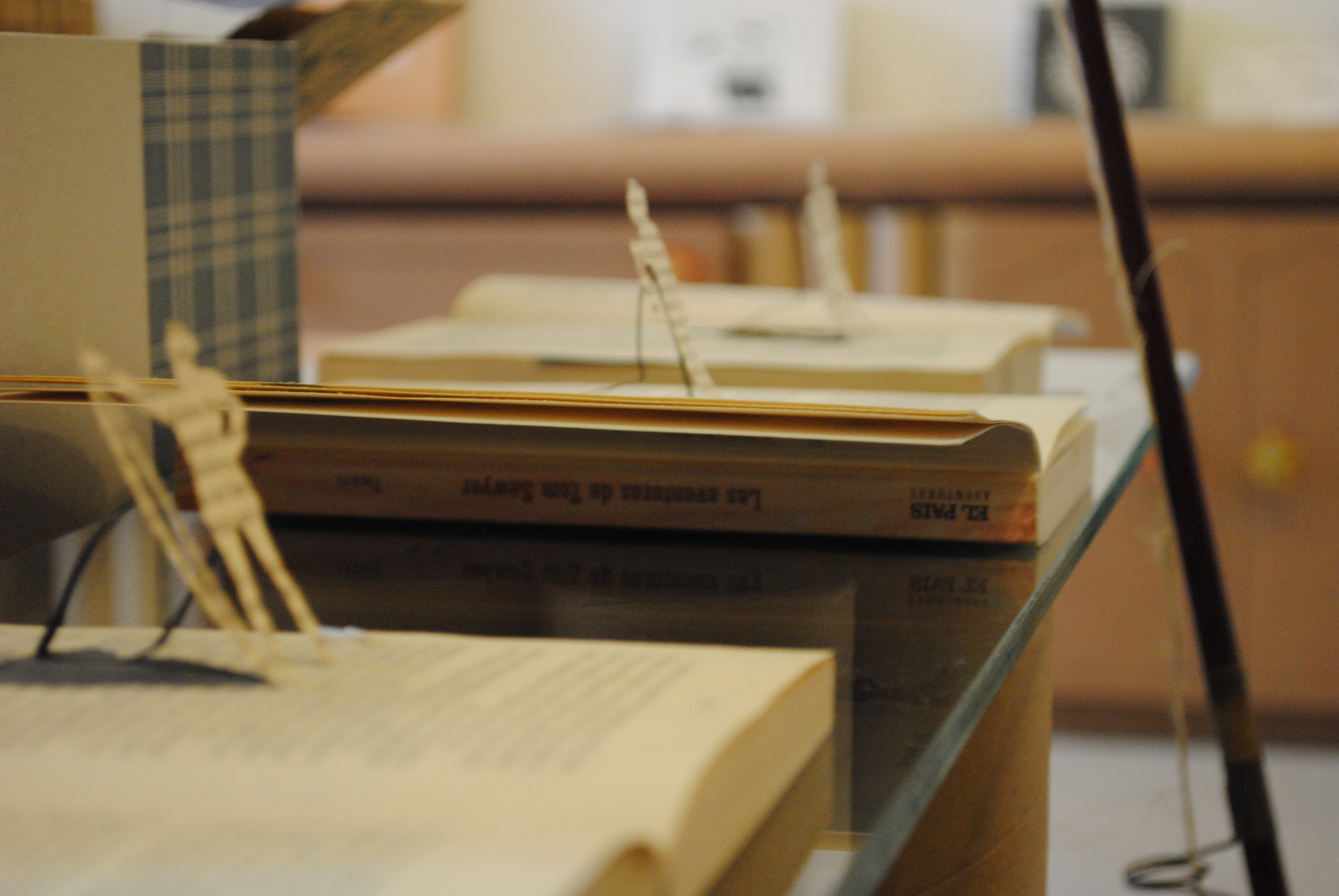 Mesa de tubos de cart n y cristal la cartoneria - Mesas de carton ...