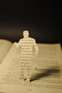 libros recortados frankestein 1