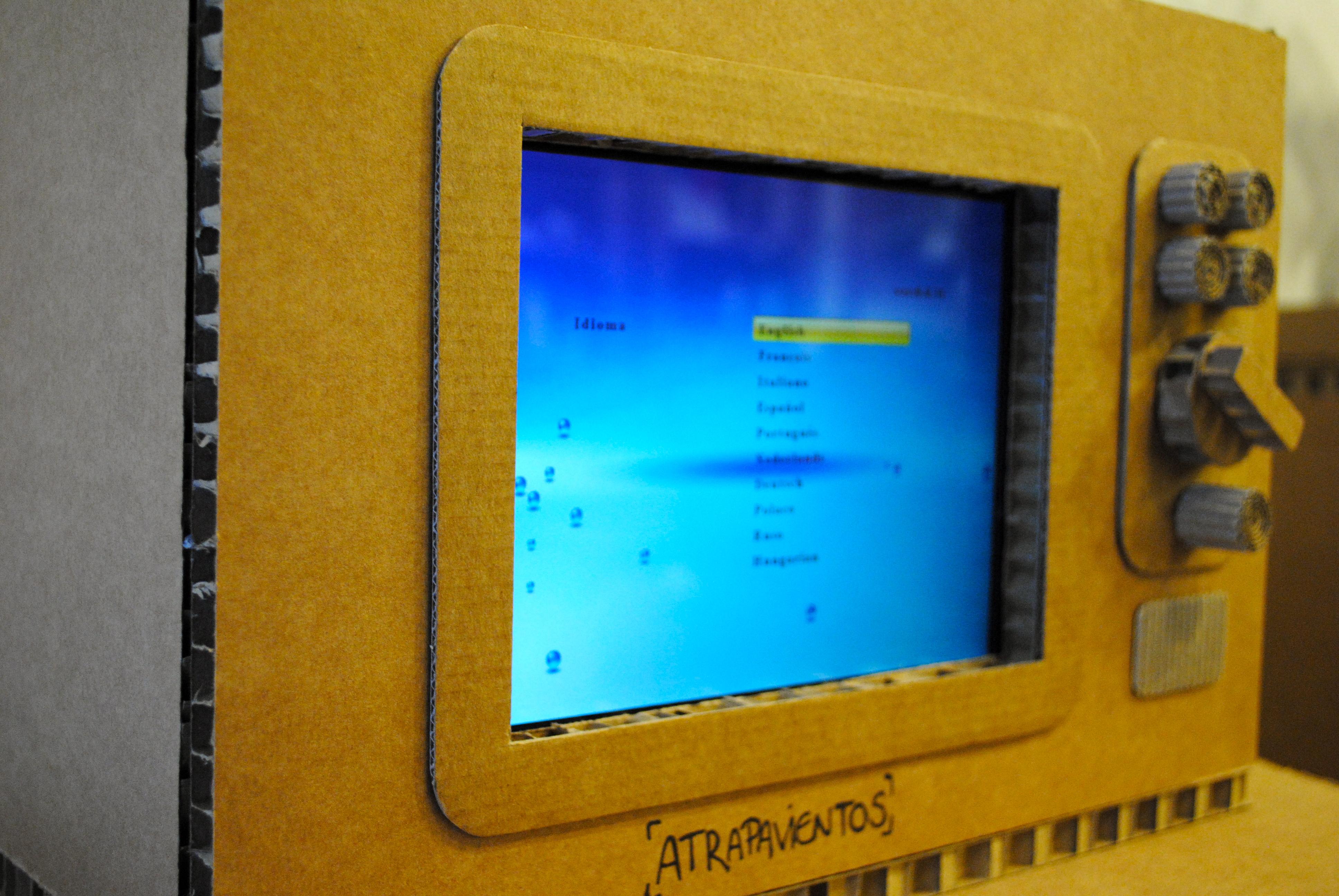 TV de cartón para marco digital « LA CARTONERIA