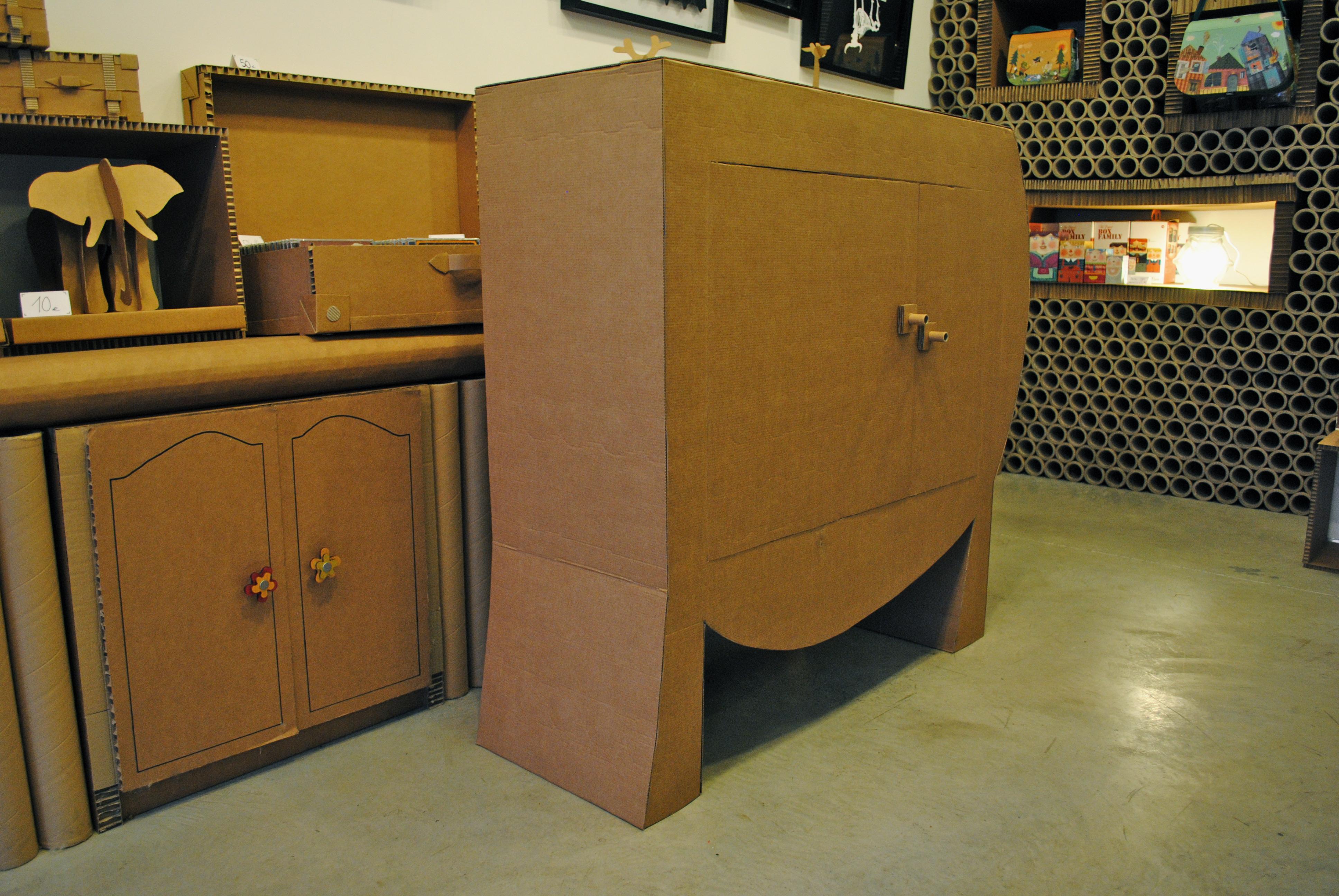 Mueble asimétrico con puertas « LA CARTONERIA