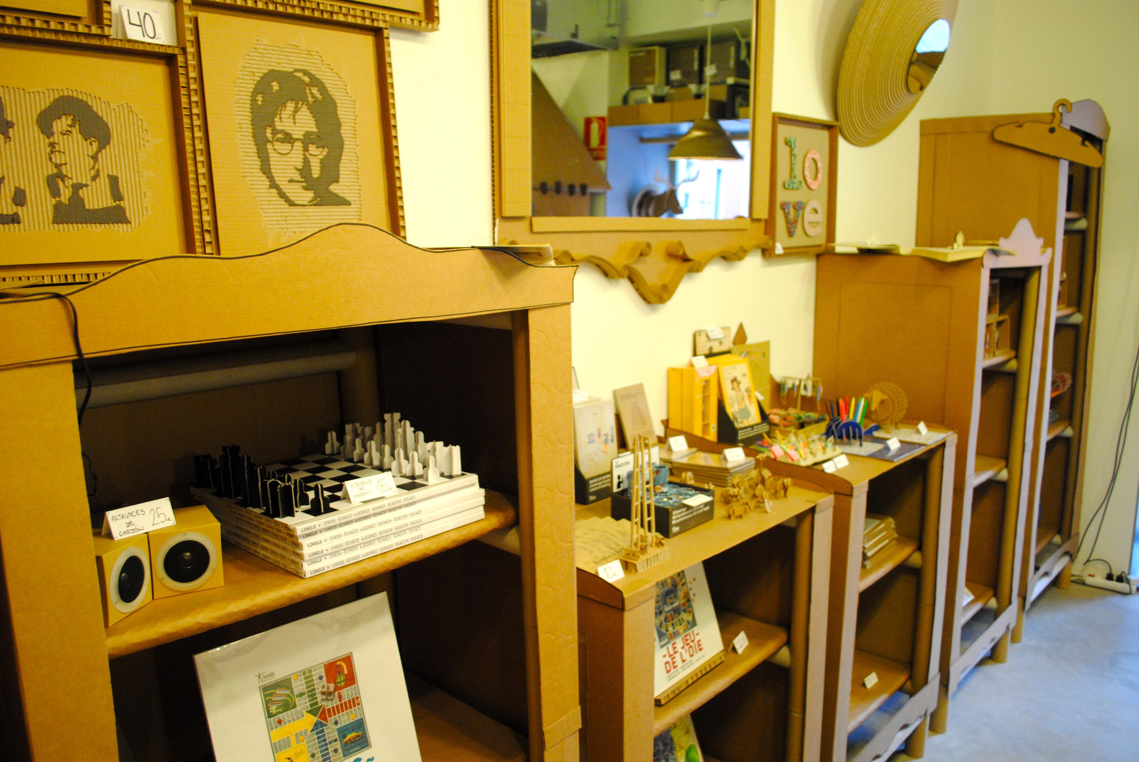 Muebles expositores para tienda « LA CARTONERIA