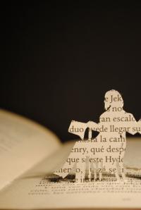 Libro recortado. El extraño caso del Dr. Jekyll & Mr. Hyde5