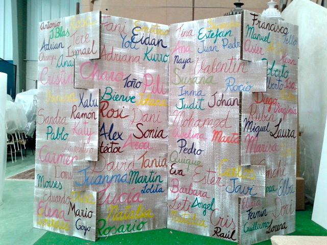 Biombo de cart n con nombres la cartoneria - Biombo de carton ...